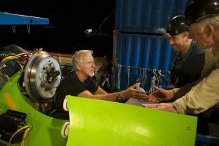 james Cameron mariana trench, james cameron dive science, how does james cameron's dive help science, effects of james cameron's dive, mariana trench dive, deep sea life, deep sea news, james cameron dive news