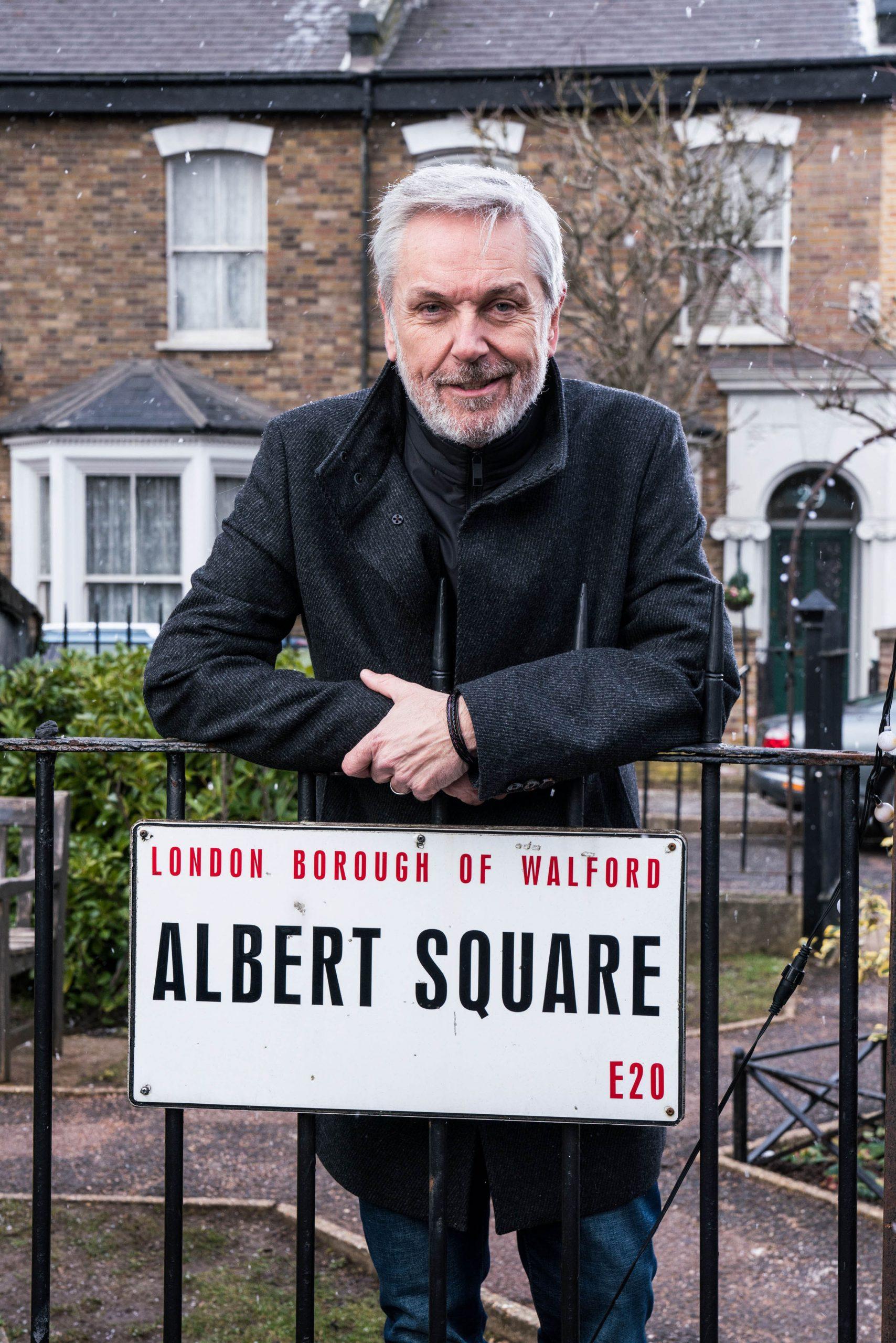 EastEnders le da la bienvenida a Brian Conley como el padre perdido de Sonia Fowler