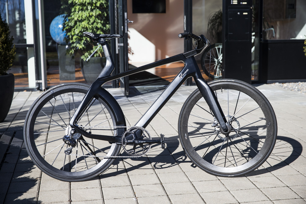 This electromagnetic 39 hidden motor 39 bike can go 100kph for Bicycles with electric motors