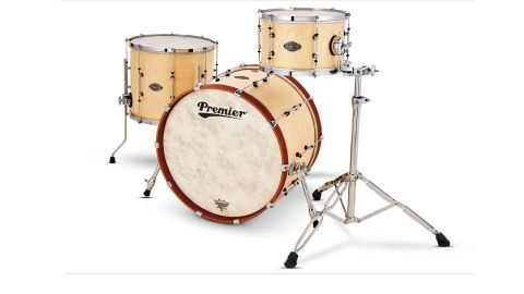 The Concert Master 22 has a birdseye maple veneer, with contrasting mahogany hoops on the bass drum