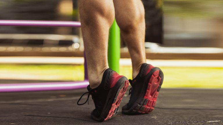 A man with muscular legs does calf raises