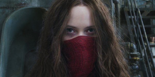 Hera Hilmar as Hester Shaw with her face covered in Mortal Engines