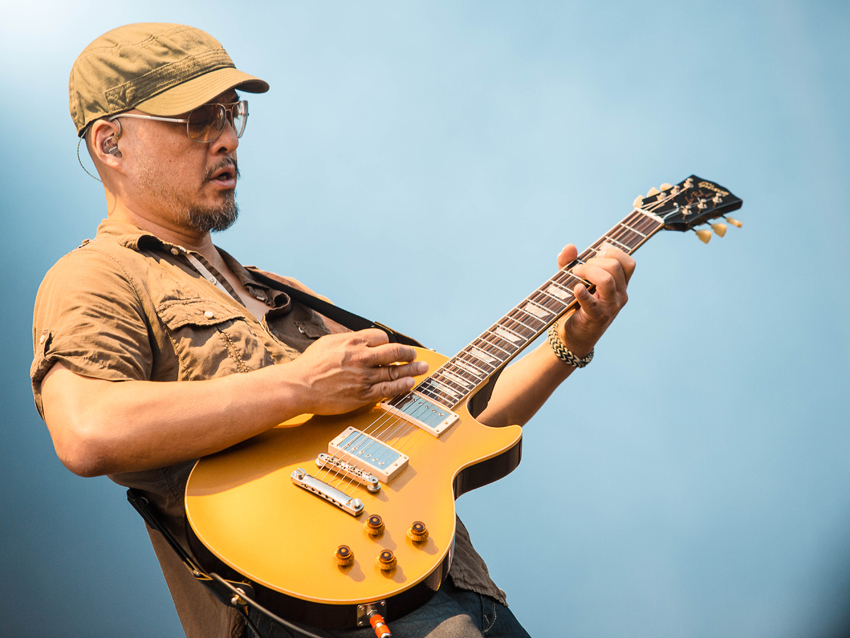 Joey Santiago talks guitars, tones and the Pixies\' new album, Indie ...