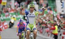 Peter Sagan (Liquigas-Cannondale) wins stage three of the Tour de Suisse ahead of Damiano Cunego (Lampre-ISD).