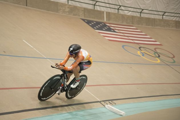 Evelyn Stevens sets a new UCI hour record of 47.980 km.