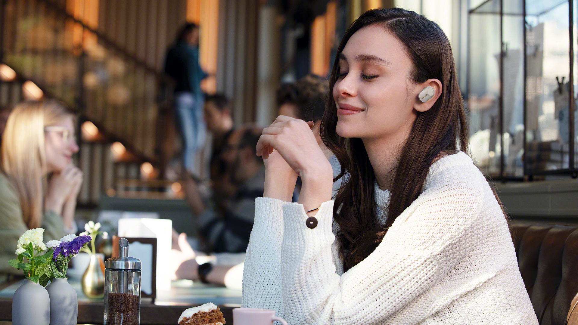 Sony assails AirPods, Powerbeats Pro with 5 star, noise