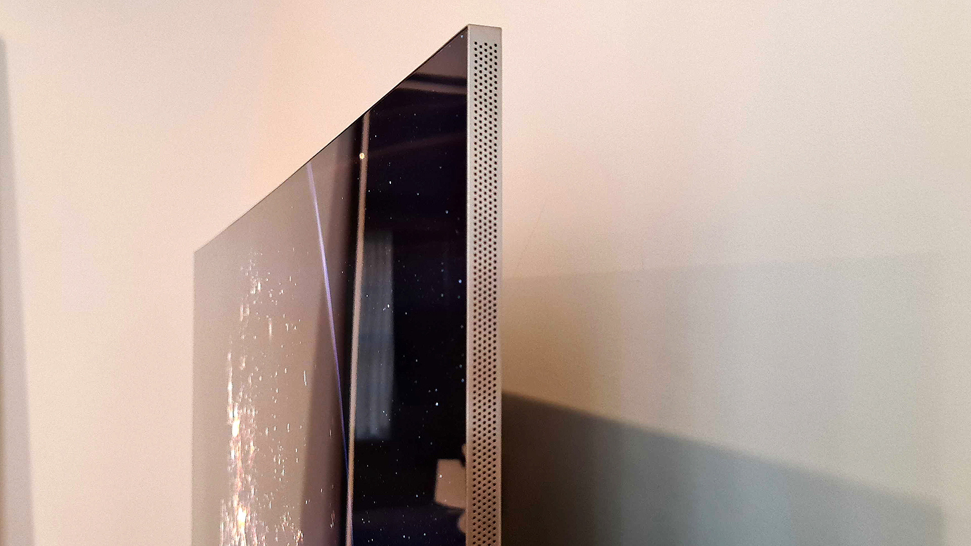 The QN900A's speaker grills are only visible from the side.