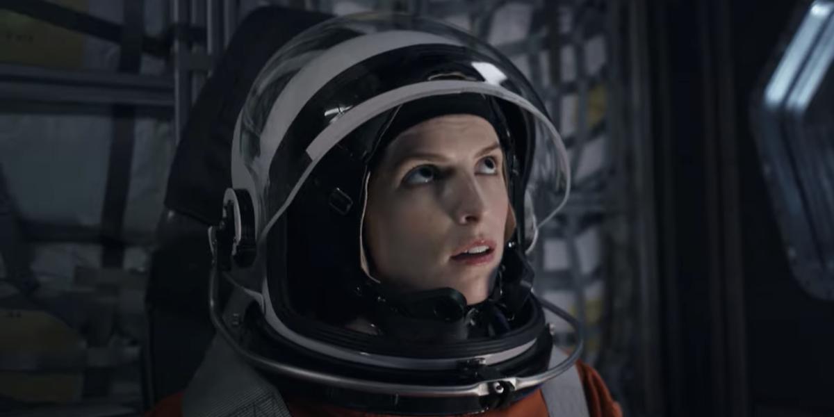 Anna Kendrick as Zoe in astronaut suit in Stowaway