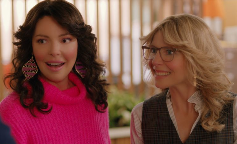 KATHERINE HEIGL as TULLY and SARAH CHALKE as KATE in episode 103 of FIREFLY LANE