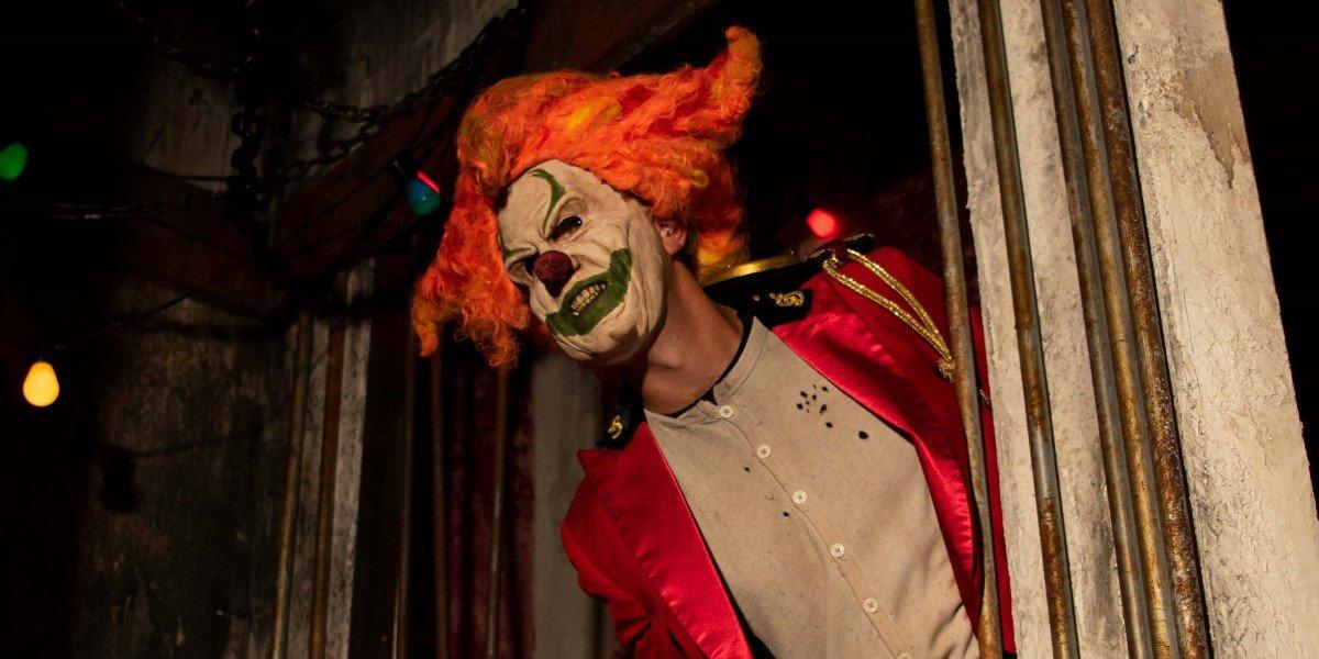 jack the clown in hhn icons: captured haunted maze at universal studios orlando halloween horror nights