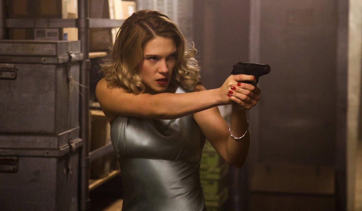 Spectre Dr. Madeleine Swann aims her pistol
