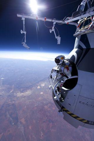 baumgartner skydiver stratosphere jump