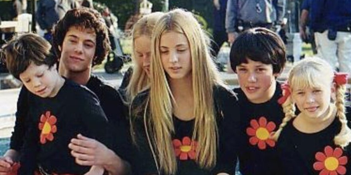 Kaley Cuoco with the young cast of Growing Up Brady