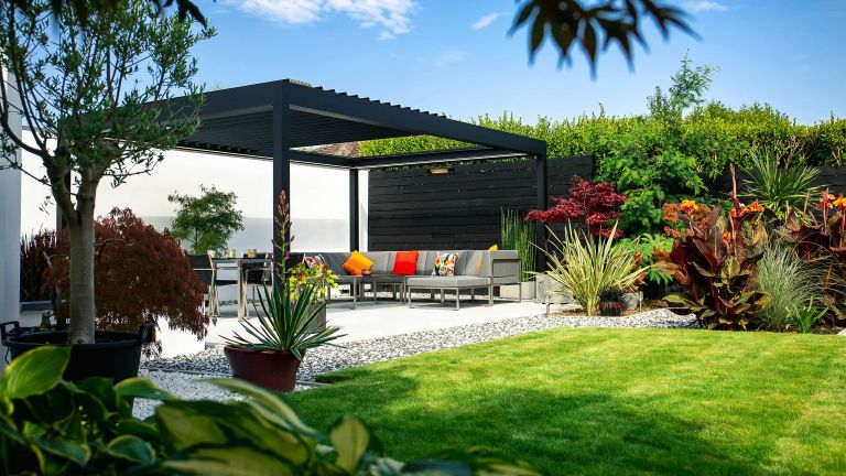 Roof ideas for pergolas – outdoor sofa on patio with caribbean blinds pergola