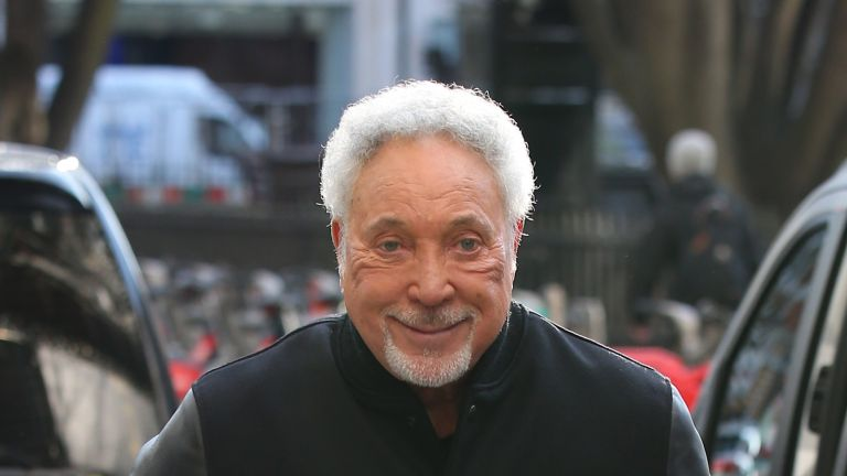 LONDON, ENGLAND - JANUARY 04: Sir Tom Jones arrives at KISS Breakfast Studios to promote the new series of 'The Voice' on January 04, 2019 in London, England. (Photo by Neil Mockford/GC Images)