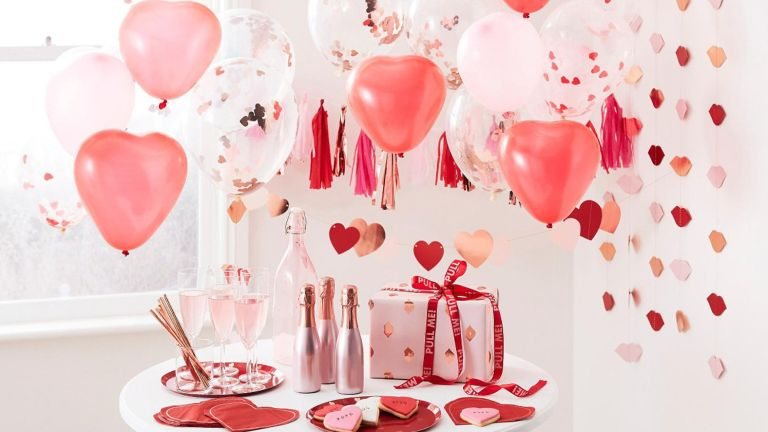Home date night ideas: PartyTouchesUK Valentines Day Decorations