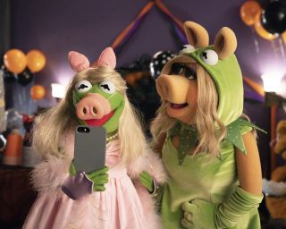 'Muppets Haunted Mansion' will see Kermit and Miss Piggy cross dress as each other.