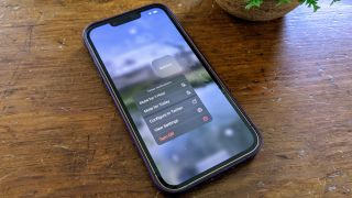 How to temporarily mute notifications for any app on an iPhone