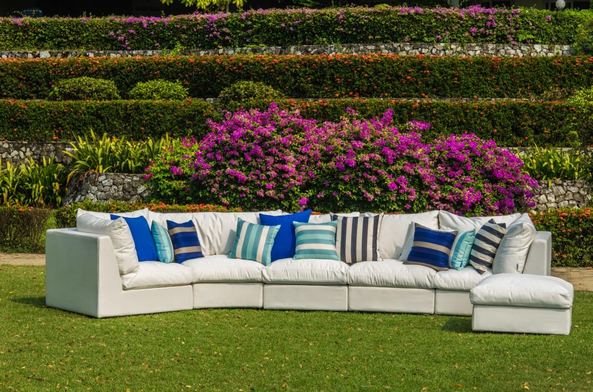5 Walmart outdoor furniture pieces that are SO luxe (and affordable!)