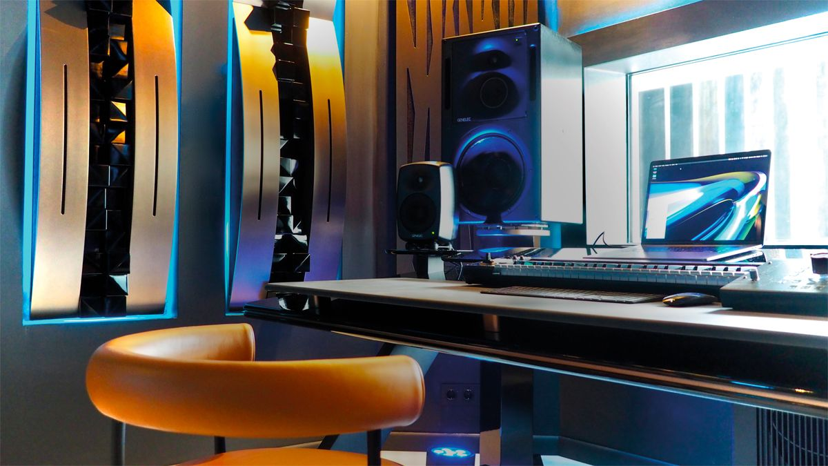 Hardwell has an impressive new holiday home studio, but can he actually use it?