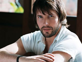 James Blunt even a doctor agrees his fingers need breaking