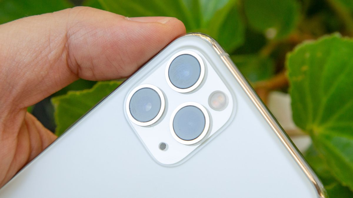iPhone 12 could have telescopic telephoto lens, according to patent