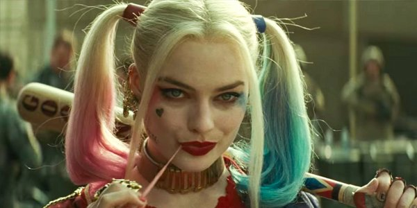 Harley Quinn Margot Robbie holding a bat in Suicide Squad