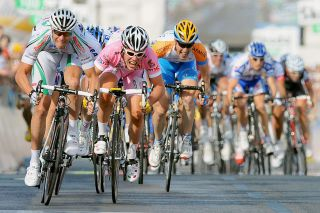 Alessandro Petacchi beats Mark Cavendish on stage 2 of the 2009 Giro d'Italia in Trieste.