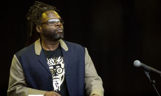 Jazzie B playing live with Soul II Soul in 2007