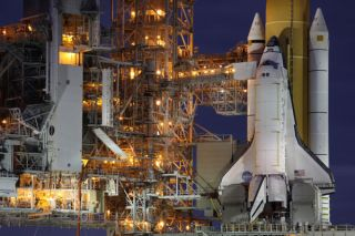space-shuttle-discovery-name-101029-02