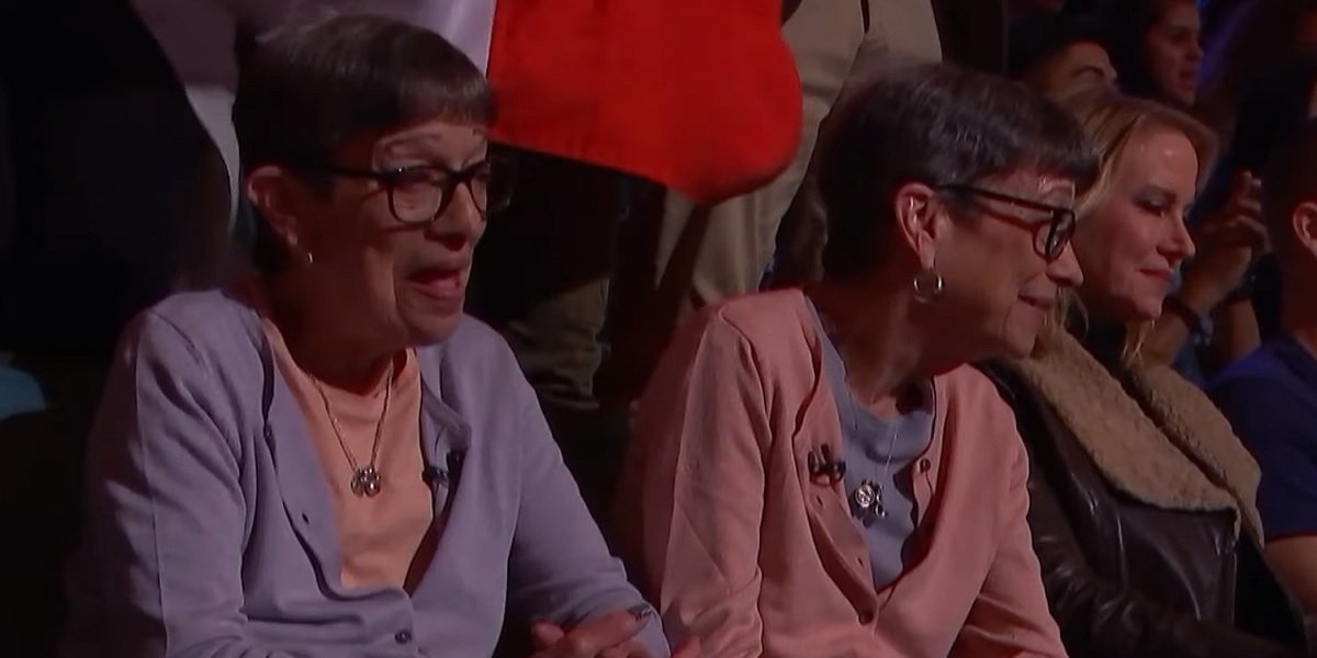 America S Got Talent Viewers Embrace Twinsanity After Elderly Women Steal Show Cinemablend
