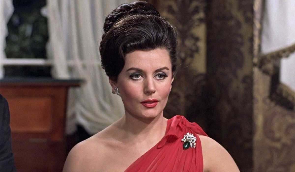 Eunice Gayson talking at the baccarat table in Dr. No.