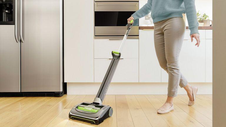 best lightweight vacuum cleaner: Lightweight vacuum lifestyle image