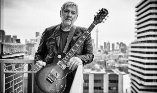 Alex Lifeson with his new Epiphone Les Paul Axcess Standard