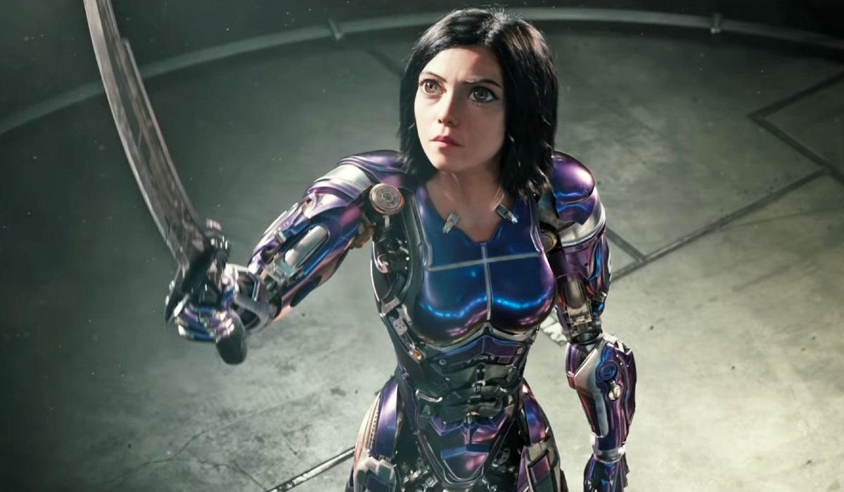 Alita: Battle Angel holding her sword to the sky