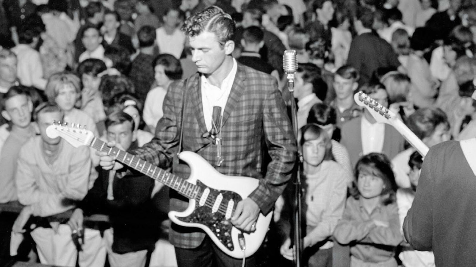 Dick Dale: Requiem for the King of the Surf Guitar   Guitarworld
