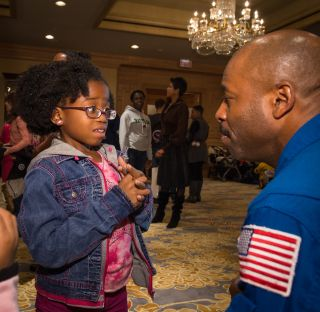 Astronaut Leland Melvin Talks to Young Girl at NASA Science Event