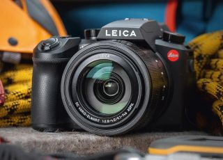 Leica V-Lux 5 leaked – another rebadged Panasonic FZ1000?