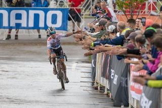 Eli Iserbyt with time to take congratulations from the crowd at the Waterloo UCI Cyclo-cross World Cup men's elite race 2021