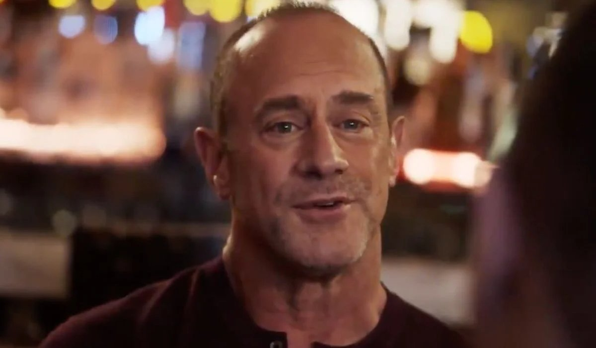 Stabler talks at the bar in Law & Order: Organized Crime.
