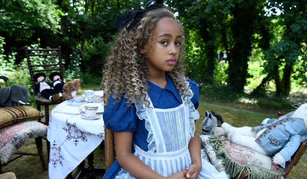 Come Play Alice at her tea party