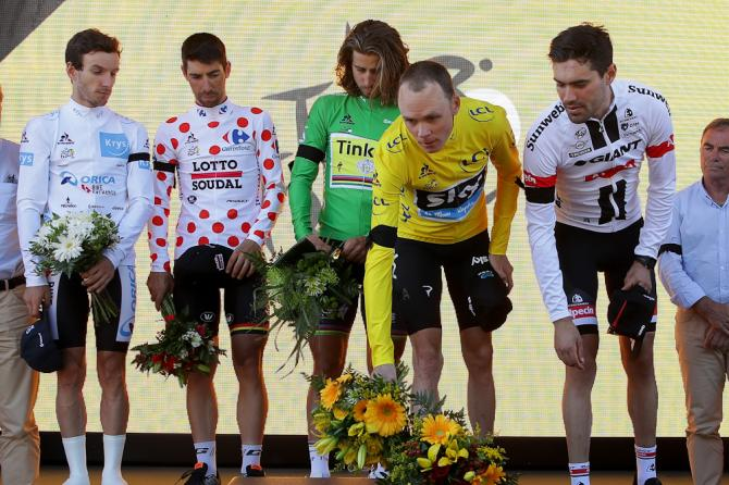 Chris Froome offers flowers to honour the victims of the Nice attack during the stage 13 podium ceremony.