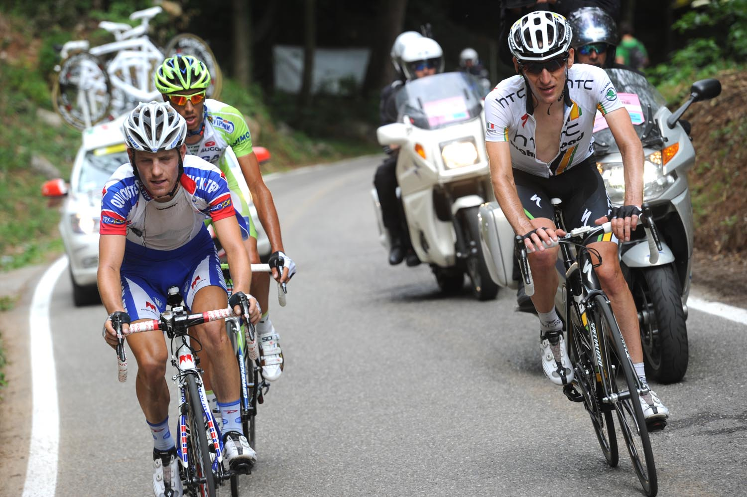 Kevin Seeldraeyers and Marco Pinotti in escape, Giro d