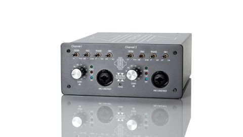 Entirely made in England and very solidly put together, the Sonora 2 preamp is designed to be portable