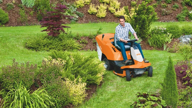 Best Ride On Lawn Mower 2019 Mini Tractors Built For Levelling