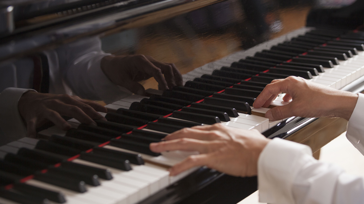 Learn how to play 12 essential scales on your keyboard