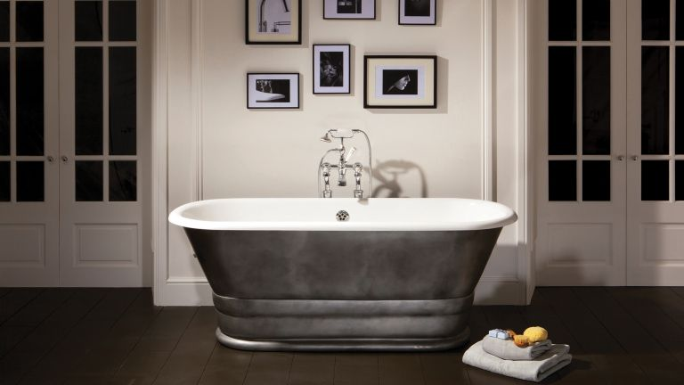 Roll top bath in tin effect