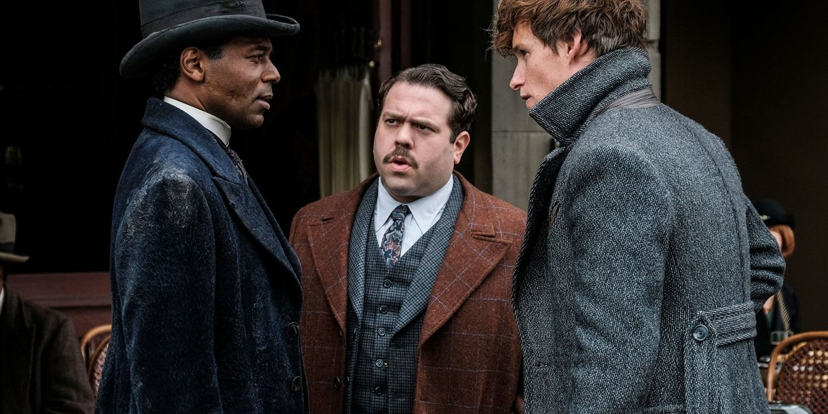 Fantastic Beasts: The Crimes of Grindelwald Dan Fogler Jacob in center