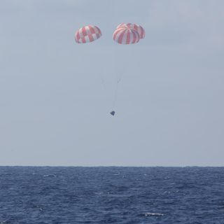 SpaceX's Dragon Capsule Splashes Down