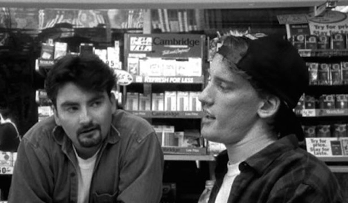 Clerks Dante and Randall talking at work